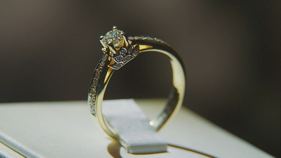 Love Exquisite Engagement Rings